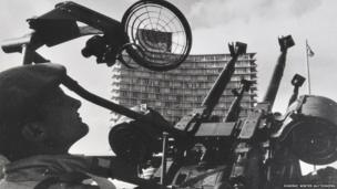 Anti-aircraft guns were installed along the sea front in Havana