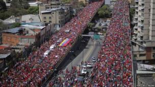 Crowds around Hugo Chavez's coffin