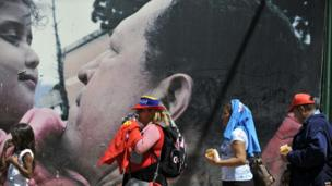 People line up to pay their respects to Hugo Chavez in Caracas on 8/3/13