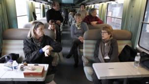 Passengers on the Paris-Cherbourg train stuck at Caen station (12 March 2013)
