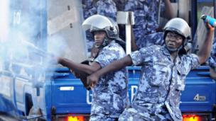 Gendarmes clash with opposition supporters in Lome, Togo, on 12 March 2013