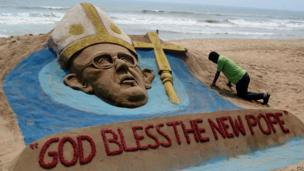 Sand sculpture of Pope Francis in India (14 March 2013)