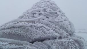 Frozen cairn