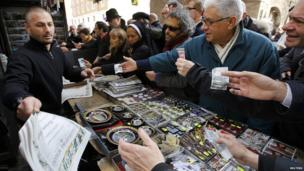 People buying newspaper announcing the election of Pope Francis (14 March 2013)