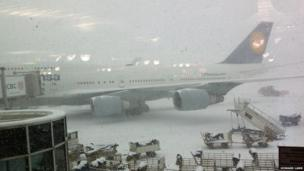 Lufthansa plane grounded by the snow in Prague Airport: Photo: Howard Lamb