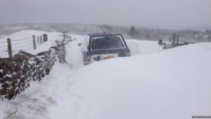 A Range Rover stuck in a snow drift. Photo: Chris Chadwick