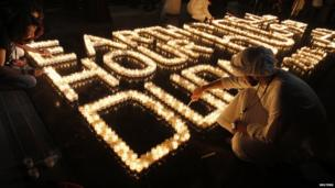 Emiratis light candles for Earth Hour in Dubai
