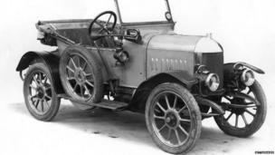 The first Morris Oxford two-seater car. (Photo: Hulton Archive/Getty Images)