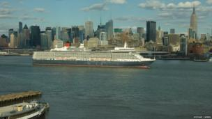 Queen Elizabeth liner on Hudson River, New York. Photo: Michael Cairns