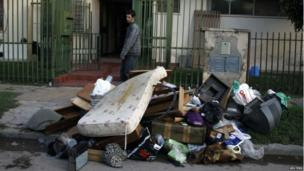 A man cleans out his home after deadly floods in Buenos Aires, 3 April 2013