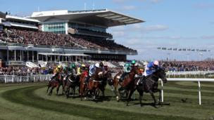 Horse racing at Aintree