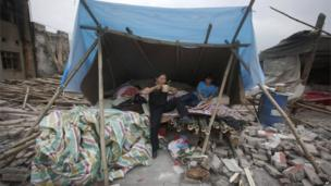 A woman and boy in a shelter in Longmen town, Sichuan (21 April 2013)