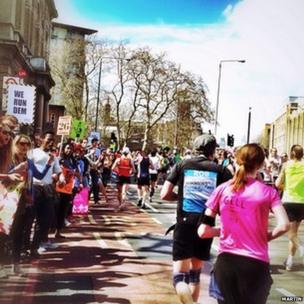 Runners at mile and supporters 21.