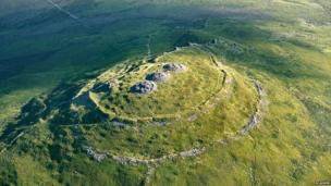 Aerial view of Foel Drygarn © Crown copyright: Royal Commission on the Ancient and Historical Monuments of Wales