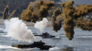 South Korean marine corps practice for a joint landing operation drill with the US in Pohang (25 April 2013)