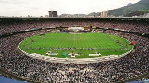 Some 140,000 Catholic faithful gather at Rio de Janeiro's Maracana Stadium 12 October, 1999, to celebrate the day of Brazil's patron saint Nuestra Senora de Aparecida.