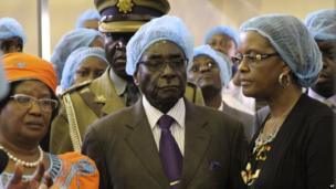 Joyce Banda (l), Robert Mugabe (c) and Grace Mugabe (r) at a dairy company in Mazoe, Zimbabwe - Thursday 25 April 2013