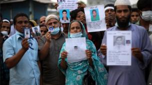 Relatives of missing people at the site of the factory in Savar, Dhaka, Bangladesh (28 April 2013)
