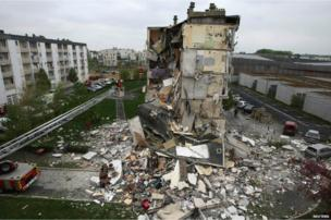 Rescue forces at the scene of a collapsed residential building in Reims