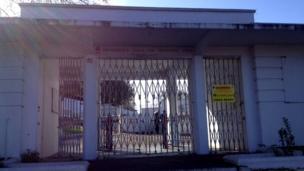 Broomhill Pool gates
