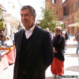 France's former Socialist Budget Minister Jerome Cahuzac walks in a market in Villeneuve-sur-Lot (11 May 2013)