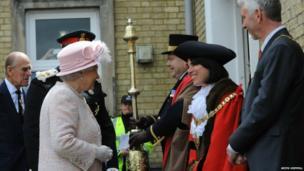 The Queen meets Mayor Sheila Stuart