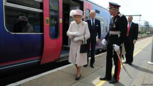 The Queen and the Duke of Edinburgh at Cambridge railway station
