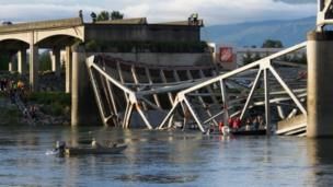 Road bridge collapsing into the Skagit River. Photo: Jodi Boon
