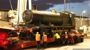 The locomotive being placed on the lorry