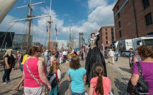 Performer entertains crowd at Mersey River Festival