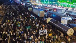 Demonstrators take over one side of the Rodovia Dutra, a key highway in Brazil, in Sao Jose dos Campos on 20 June 2013