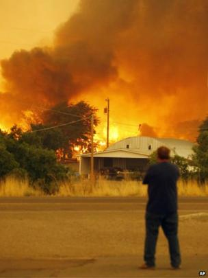 Man watches fire burn in Yarnell (30 June 2013)