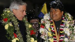 Evo Morales (R) talks to Vice President Alvaro Garcia Linera after his arrival at the El Alto airport on the outskirts of La Paz, 3 July