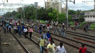 A crowd walk along a Mumbai train track. Photo: Sanket Shetty