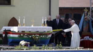 Pope Francis prepares to say Mass in Lampedusa