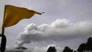 A Stage 3 yellow flag flies in the Paso de Cortes area near Popocatepetl volcano, 8 July