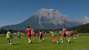 Monaco's players are seen in front of the Hohe Munde mountain
