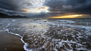 Iwan Williams from Llanrug, Gwynedd sent in this stunning image of Yr Eifl mountain range taken from Aberdesach Beach, Gwynedd