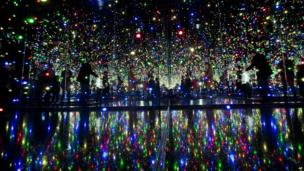 """People visit the """"Infinite Obsession"""" in Buenos Aires"""