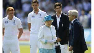 The Queen with England's Jonny Bairstow, Steven Finn, captain Alastair Cook and MCC President Mike Griffith