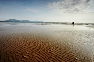 Richard Outram from Caernarfon took this photo at Dinas Dinlle beach in glorious conditions.