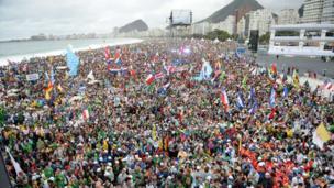 Crowds on Copacabana beach ahead of Pope's ceremony