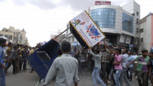 Anti-Telangana protesters damage a traffic policeman's platform in Anantapur in Andhra Pradesh state
