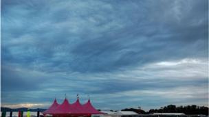 Awyr dymhestlog /Stormy sky