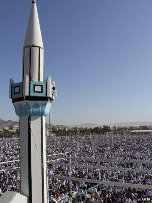 Minaret and thousands of worshipers attending prayers outdoors in Zahedan, Iran Photo: Amir