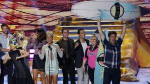 The cast of Pitch Perfect accepting an award