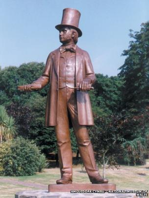 Modern statue of Brunel at Neyland, the port he built to connect the Great Western Railway to ferries for Ireland and beyond © Amgueddfa Cymru – National Museum of Wales