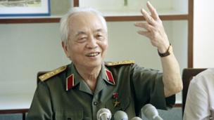 Vietnamese retired General Vo Nguyen Giap answers journalists's questions during a press conference held on May 2, 1994 in Hanoi Museum on the occasion of the 40th anniversary of Dien Bien Phu battle.