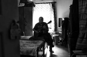 Clive Maher plays the guitar