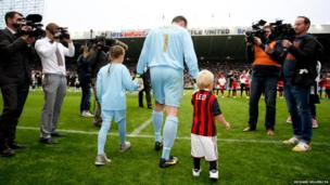 Newcastle United's Steve Harper walks onto the pitch with his children